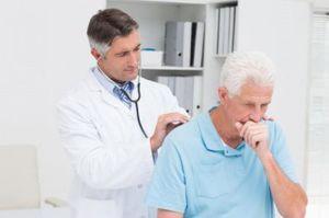 Для уточнения диагноза и характера воспалительных изменений (особенно при хроническом трахеите) необходима консультация отоларинголога