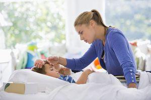 Описание обстоятельств, когда необходимо сбивать температуру при ангине у детей
