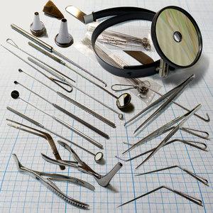 Какие инструменты использует лор в работе