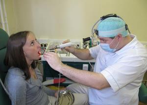 Вылечить миндалины можно только с помощью врача