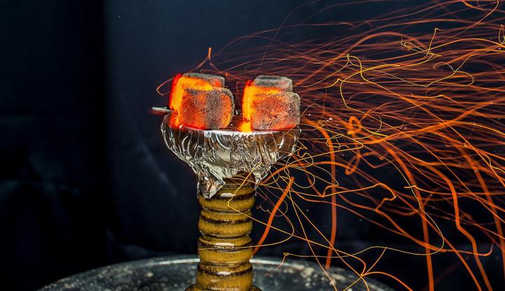 Кальянный табак под жаром углей