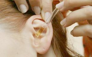 Как закапать ребенку уши Ципромедом при отите