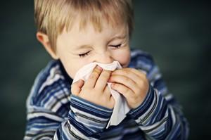 Применение пластыря Сопелка при насморке у ребенка