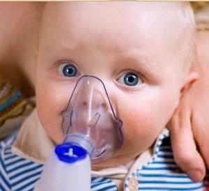 Ингаляцию малышам делают с помощью ультразвукового небулайзера