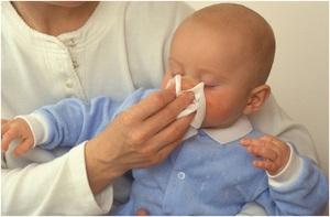 Особенности лечения насморка у грудных детей