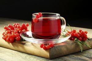 При накоплении мокроты желательно пить чай с калиной