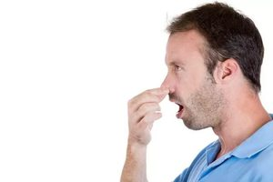 Из-за чего может быть неприятный запах изо рта